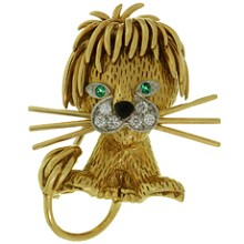 VAN CLEEF & ARPELS Diamond Emerald Enamel 18k Yellow Gold Medium Size Lion Brooch