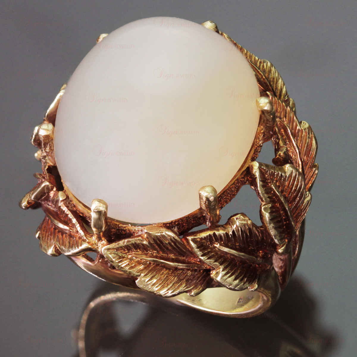 18k Textured Yellow Gold Star-Moonstone Cocktail Dome Ring