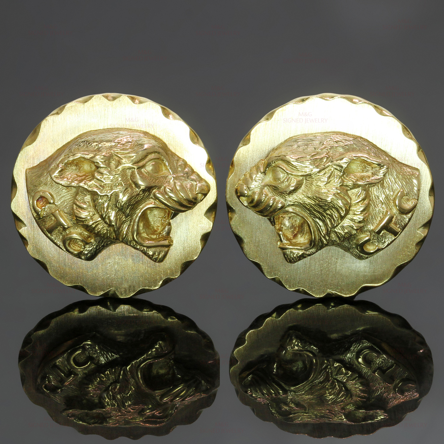 VAN CLEEF & ARPELS 18k Yellow Gold Panther Cufflinks