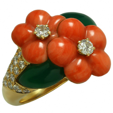 VAN CLEEF & ARPELS Coral Chrysophrase Diamond 18k Yellow Gold Flower Ring 1990s
