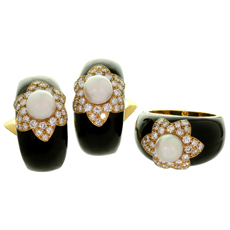 VAN CLEEF & ARPELS Onyx Diamond Cultured Pearl 18k Yellow Gold Black Ring & Clip-on Earrings Set